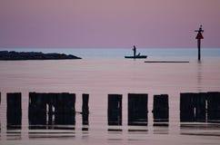 Pêche dans la baie Image libre de droits