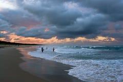 Pêche dans la tempête Image libre de droits