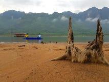 Pêche dans le lac Photo stock