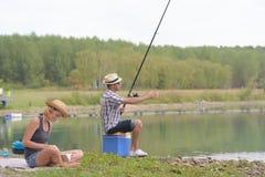 Pêche dans le lac d'eau douce Photographie stock