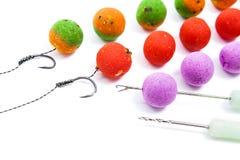 Pêche de carpe Différent des boilies et des accessoires de carpe pour la carpe Images stock