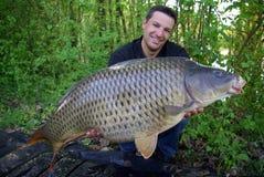 Pêche de carpe Loquet et version images stock