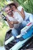 Pêche de couples sur la rivière Photo libre de droits