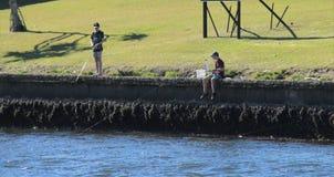 Pêche de garçons Photo libre de droits