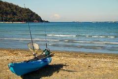 Pêche de kayak dans la baie Japon de Tokyo Photographie stock libre de droits