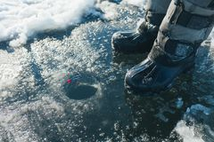 Pêche de l'hiver Pêche de l'hiver Images stock