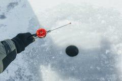 Pêche de l'hiver Pêche de l'hiver Image stock