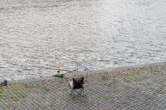 Pêche de la rivière de Prague Photographie stock libre de droits