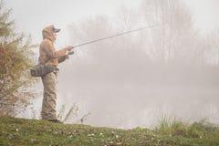 Pêche de la rotation sur une belle rivière Image libre de droits