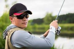 Pêche de la rotation sur une belle rivière Images libres de droits