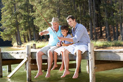 Pêche de père, de fils et de fils ensemble Image stock