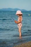 Pêche de petite fille Photographie stock