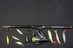 Pêche de rotation et amorce artificielle pour des poissons Image libre de droits