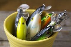 Pêche des attraits dans une tasse Photo stock
