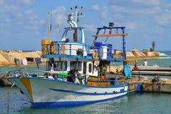 Pêche du bateau dans le port Image libre de droits