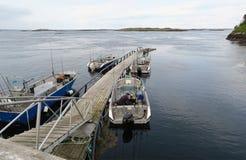 Pêche en Norvège à l'île Hitra paysage autour l'eau et roc image libre de droits