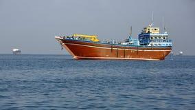 Pêche et cargos qui sont employés pour le transport dans la Mer Rouge et le golfe d'Aden Photographie stock libre de droits