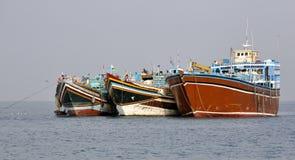 Pêche et cargos qui sont employés pour le transport dans la Mer Rouge et le golfe d'Aden Photos stock