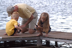 Pêche outre d'un dock Photos stock