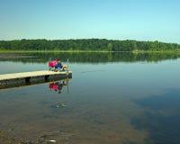 Pêche outre du dock Photos libres de droits