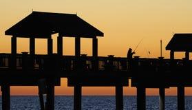 Pêche outre du pilier Images libres de droits