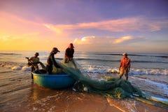 Pêche pendant un nouveau jour Image libre de droits