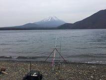 Pêche pour la truite au Japon Photo stock