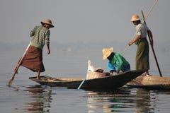 Pêche sur le lac Inle Image stock