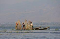Pêche sur le lac Inle Photographie stock libre de droits