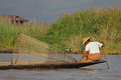 Pêche sur le lac Inle Photos stock
