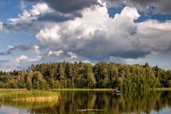 Pêche sur le lac Uzhin Images stock