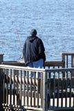Pêche sur un dock image stock