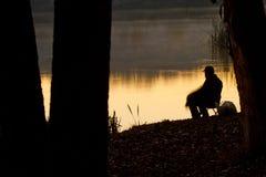 Pêcheur au lever de soleil Images libres de droits