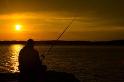 Pêcheur au lever de soleil Photographie stock libre de droits