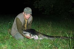 Pêcheur avec de grands poissons Images libres de droits