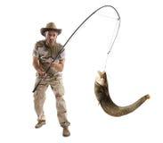 Pêcheur avec le grand poisson-chat de rivière Photographie stock libre de droits