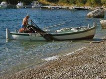 Pêcheur, bateau et réseaux Photos stock