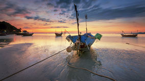 Pêcheur Boat à la baie Rayong de Phe d'interdiction Photos stock