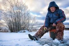 Pêcheur d'hiver de lac image libre de droits