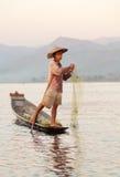 Pêcheur d'Intha, lac Inle, Myanmar Images libres de droits