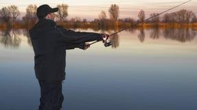Pêcheur dans l'action Photo stock