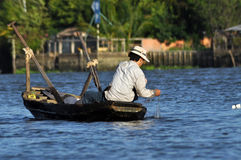 Pêcheur dans le delta du Mékong, Vietnam Photo libre de droits