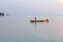 Pêcheur dans le matin Photographie stock libre de droits