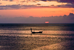 Pêcheur de Bali au coucher du soleil Photographie stock libre de droits