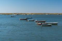 Pêcheur de bateau de bateau sur la rivière photo stock