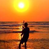 Pêcheur de coucher du soleil Images libres de droits