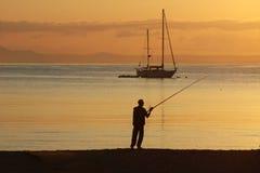 Pêcheur de matin. Photo libre de droits