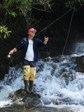 Pêcheur de mouche dans la région sauvage Images libres de droits