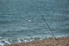 Pêcheur de pêcheur à la ligne de mer - ses tiges photos stock