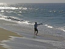 Pêcheur de vague déferlante Photographie stock libre de droits